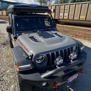 Jeep wrangler Rubicon hood solar panel