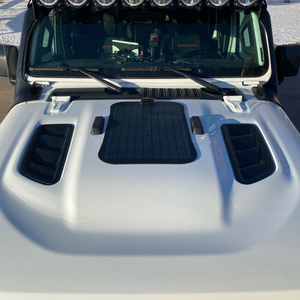 Cascadia 4x4 VSS System for Jeep Gladiator Rubicon hood solar panel