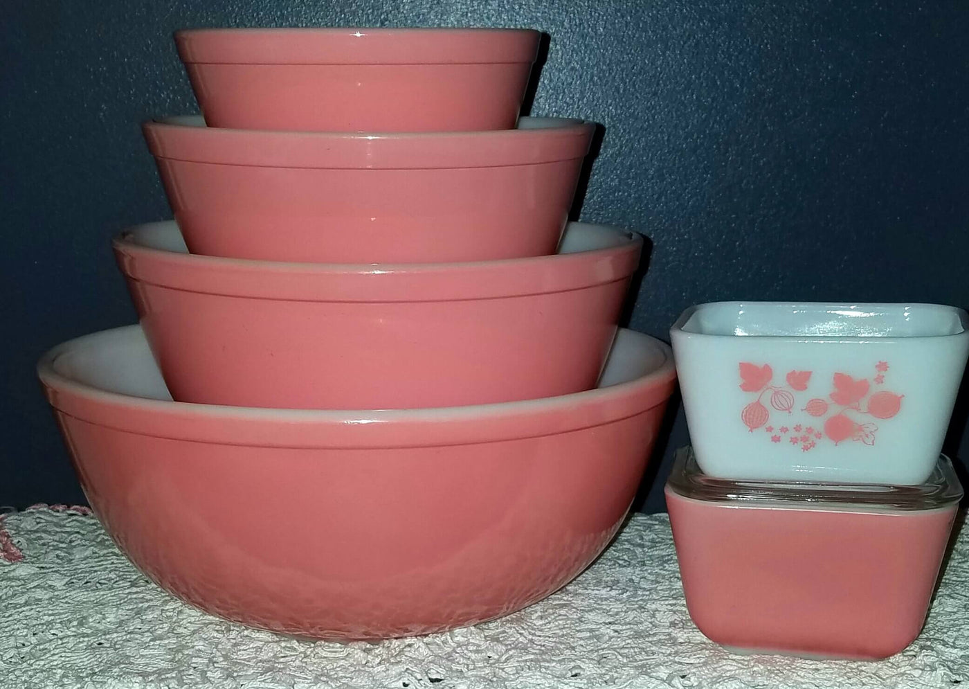 Vintage Glassware-Pyrex-Mixing-Nesting Bowls-Pink-401 and 404 left ...