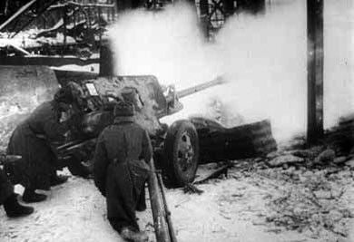 Soviet 76mm Zis-3 AT Gun & crew Stalingrad Winter Uniform (SOV112)