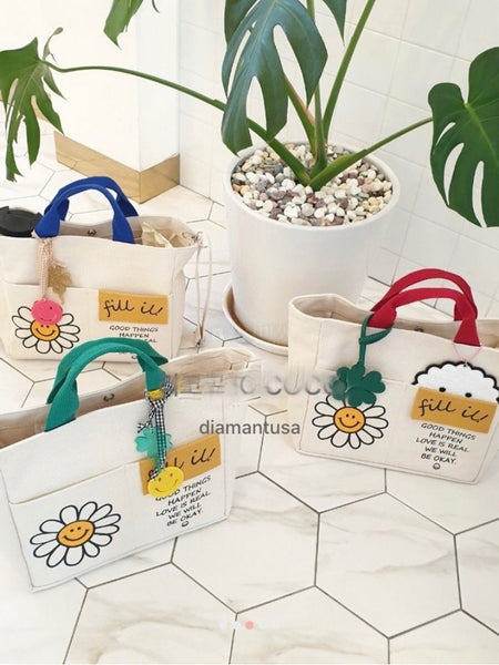 Multi pocket daisy bag