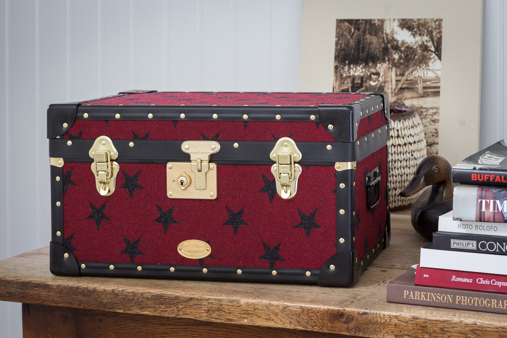 Grey star tuck box from the english trunk company