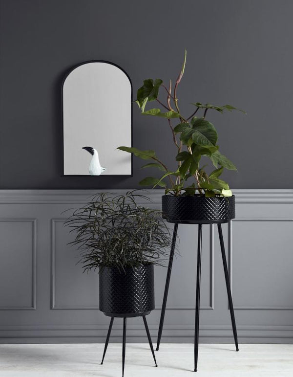 Black Scalloped Embossed Iron Planters
