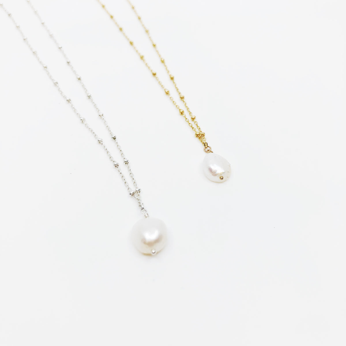 Dot Necklace with Freshwater Pearl