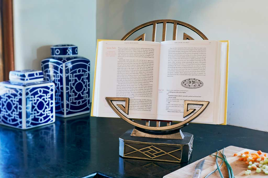 Ming Cookbook Holder