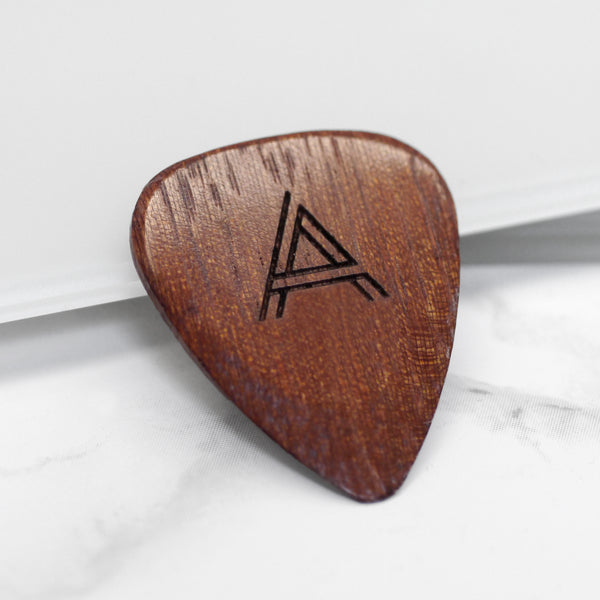 Personalised Geometric Initial Plectrum