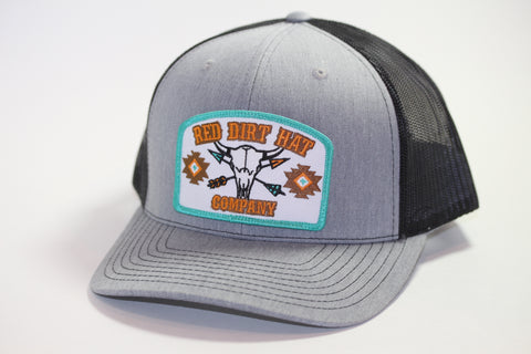 "Red Dirt Hat Co ""Buffalo Skull"" Heather Grey / Black Snap Back Trucker Hat - Southern Girls Boutique"