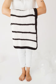 black-and-white-baby-blanket