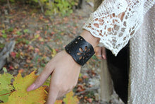 chic made consciously upcycled flower bracelet handcrafted in Bali