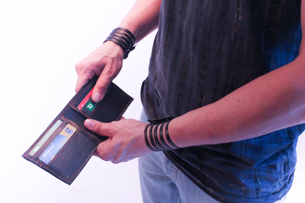 chic-made-consciously-eco-friendly-durable-wallet-made-from-repurposed-tire-inner-tubes