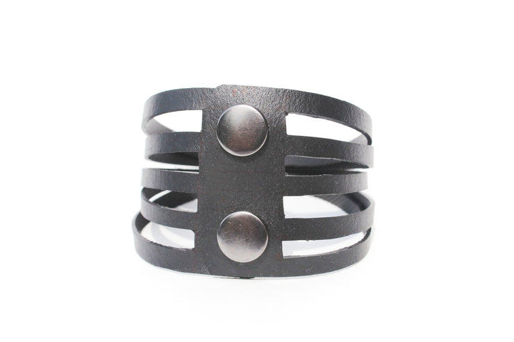 sustainable-bracelet-handmade-from-tire-tubes