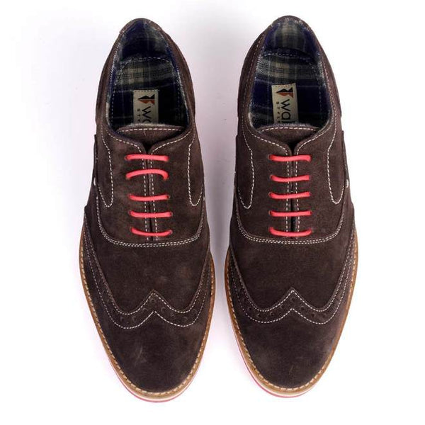 A top view of men's 2e wide casual oxford shoes made with brown suede leather
