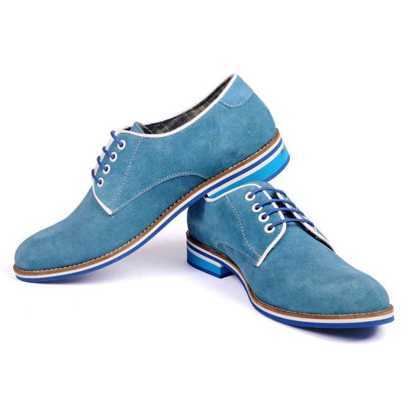 A side view of pair of men's derby casual shoes for broad feet made with blue suede leather