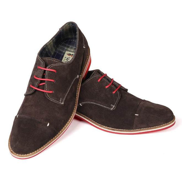 A front view of pair of men's 4e wide casual derby shoes made with brown suede leather