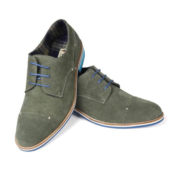 A front view of pair of men's derby casual shoes for wide feet made with green suede leather