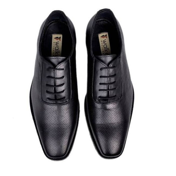 A top view of men's oxford wide width shoes made with black leather