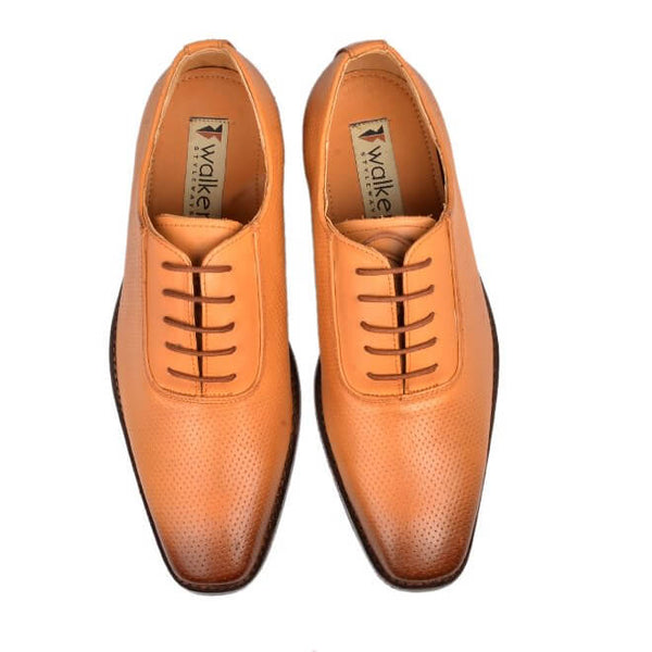 A top view of men's oxford wide width shoes made with tan leather
