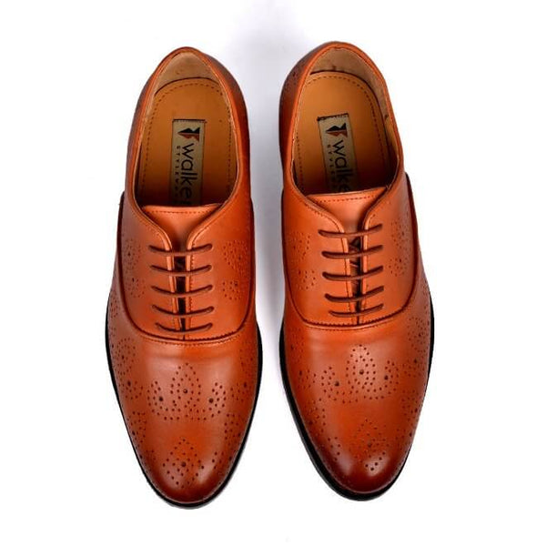 A top view of men's oxford brogue xxw width shoes made with dark tan leather
