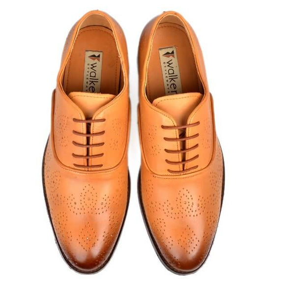 A top view of men's oxford brogue xxw width shoes made with tan leather