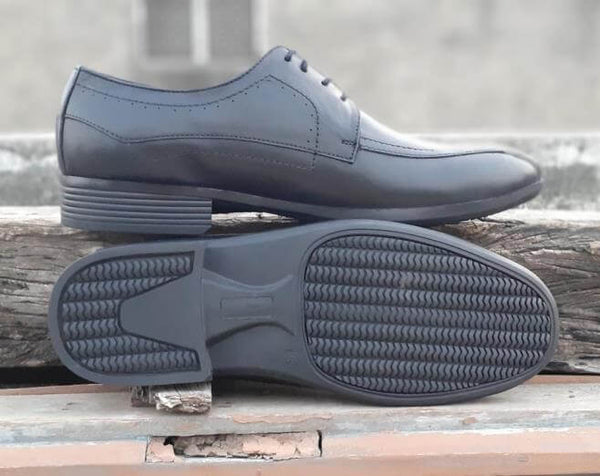 The sole side of black leather derby men's wide shoes
