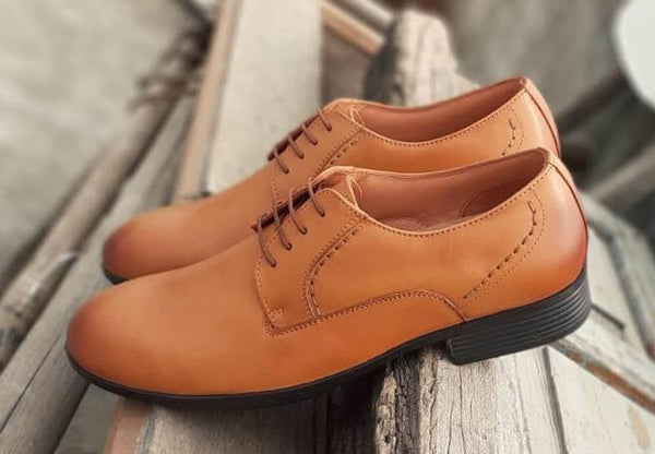 A side top view of admirable tan leather derby big shoes