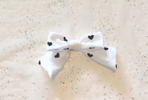 Black Heart Bow