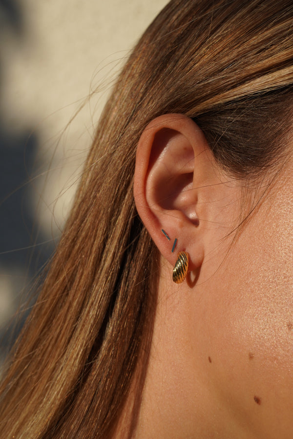 14kt Gold Staple Earrings