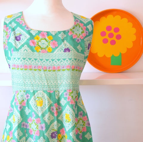 Vintage 1960s Fit & Flare Dress - Spring Green -  Size 14 -16