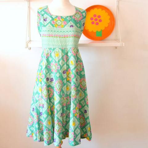 Vintage 1970s Fit & Flare Dress - Green &  Flowers - Size 14 - 16