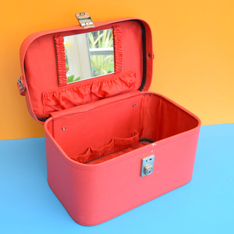 Vintage 1960s Vinyl Vanity Case & Key - Red