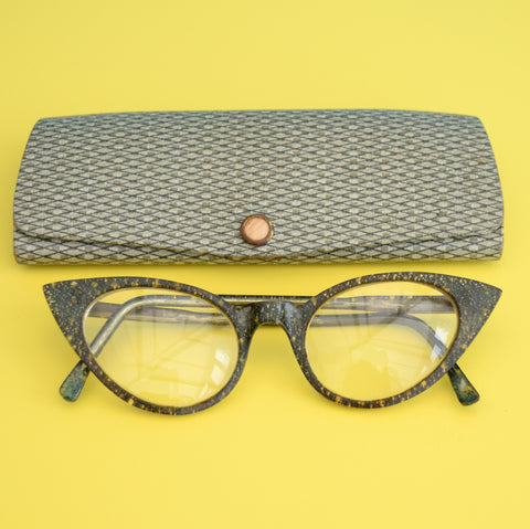 Vintage 1950s Cats Eye Reading Glasses & Case - Lucite Frames