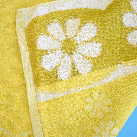 Vintage 1960s Cotton Bath Towel - Flower Power - Lime