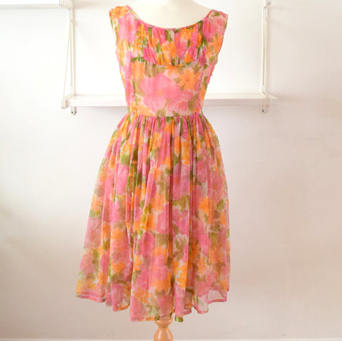 Vintage 1950s Pretty Fit & Flare Dress - Pink & Peach Flowers size 12 ish