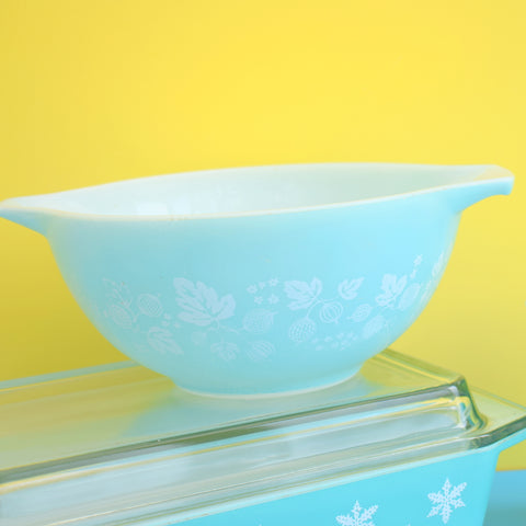 Vintage 1950s Pyrex Pieces- Snowflake, Gooseberry - Space Saver, Mixing Bowl Or Custard Cups -Turquoise .
