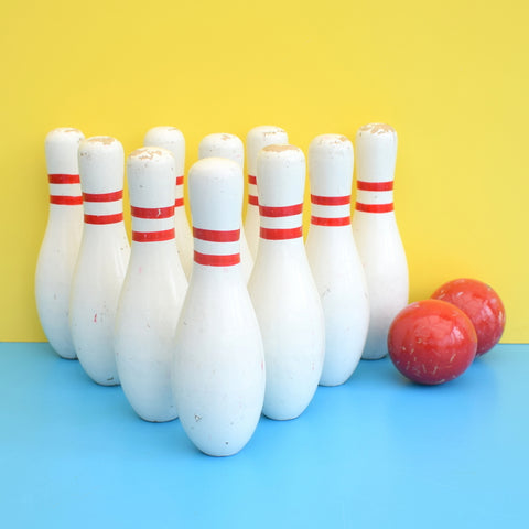 Vintage 1970s Wooden 10 Pin Bowling Mini Skittle Set - Red & White