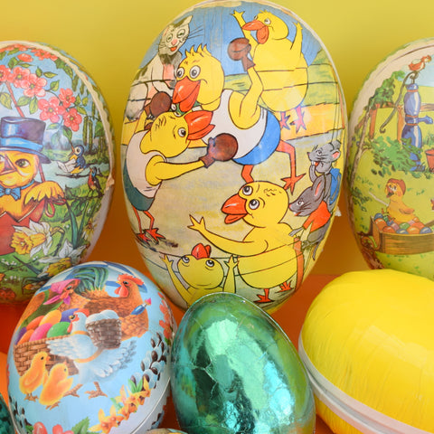 Vintage cardboard gift box egg shaped fill with chocolate eggs negle Images