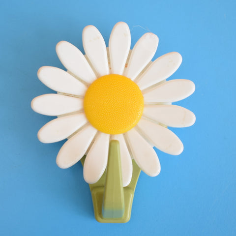 Vintage 1970s Plastic Flower Power Daisy Hook - Yellow & White
