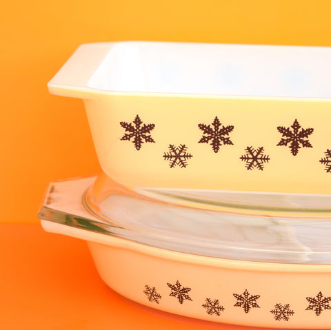 Vintage Pyrex Snowflake Space Saver Dish / Sectioned Oval Dish - Black on Pale Yellow