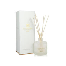 Load image into Gallery viewer, RATHBORNES - WHITE PEPPER, HONEYSUCKLE & VERTIVERT  SCENTED REED DIFFUSER / REFILL