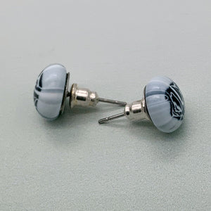 White with black marmo stud earrings