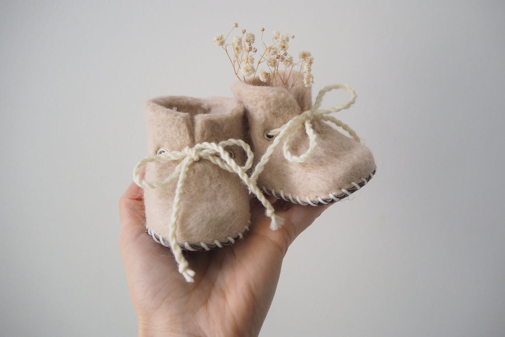 'Finnie' booties by the brand Filzling - Beige - 0-3m