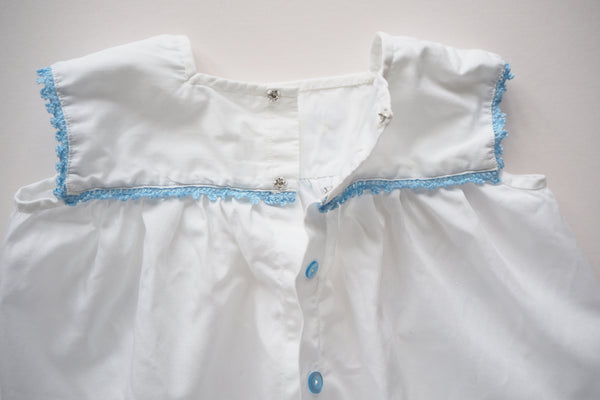 Blouse with blue embroidered flowers - 18m