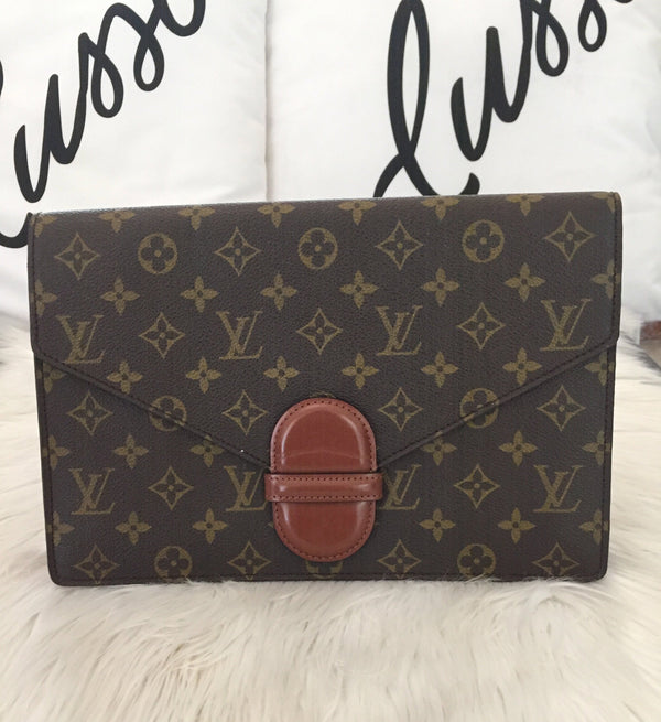 LOUIS VUITTON BUSTA