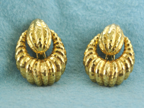 David Webb Earrings Teardrop Shaped Clips Intricate Design in 18 Karat Yellow Gold - $20K VALUE