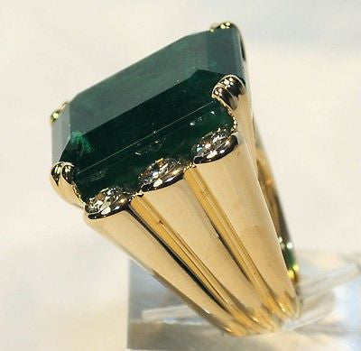 DAVID WEBB Contemporary 40-Carat Emerald & Diamond Ring in 18K Yellow & White Gold with UGL Certificate - $305K Appraisal Value! ✓