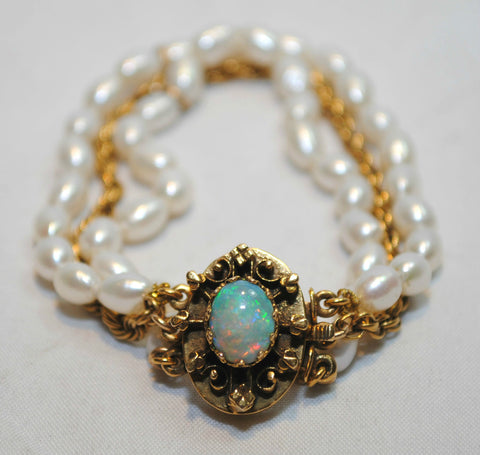 1950s Vintage Freshwater Pearl Bracelet with 1 Carat Opal Clasp in 14K Yellow Gold - $12K VALUE