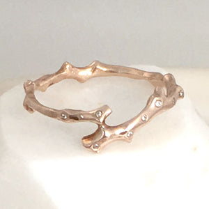 Twig Overlap Ring with 8 diamonds in 14 carat white gold