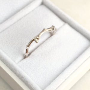 Twig Overlap Ring in 9 carat gold