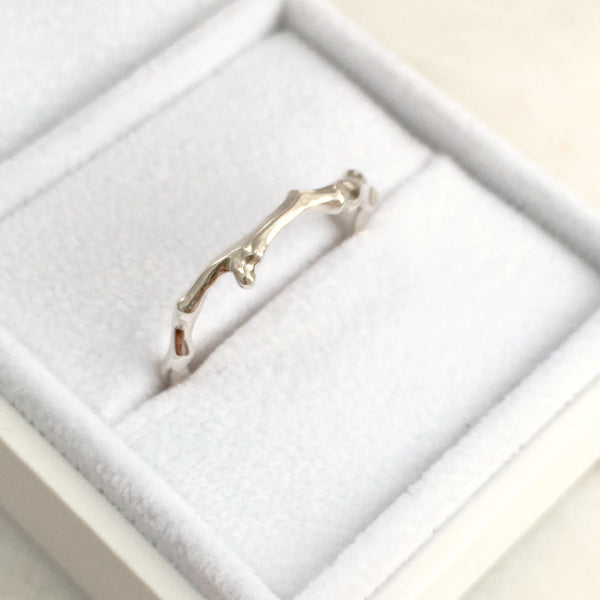 Willow Twig Ring in 18 carat gold