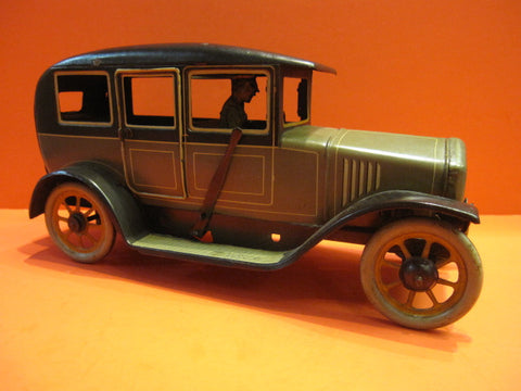 BING LARGE WIND UP CAR with ROUNDISH BACK 1925